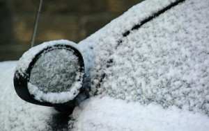 0812221612_car_in_snow